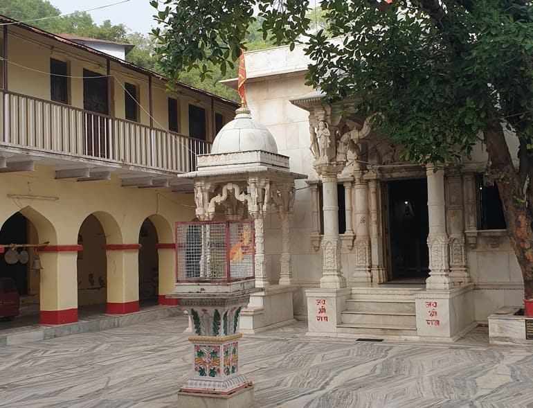 Mount Abu Ka Lokpriya Mandir Shri Raghunath Temple In Hindi