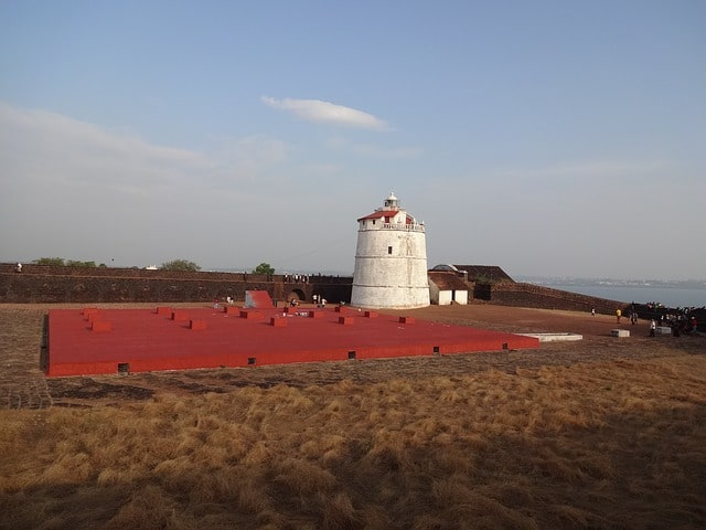 अगुआड़ा किला लाइट हाउस - Aguada Fort Lighthouse In Hindi