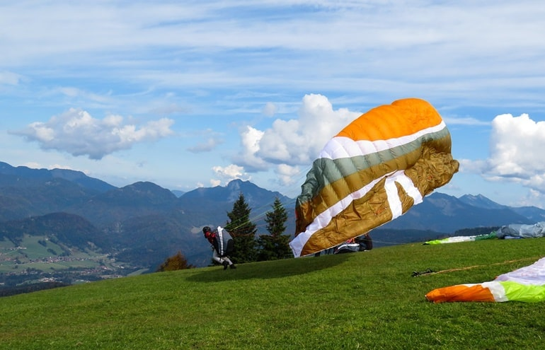 Paragliding In Kullu In Hindi