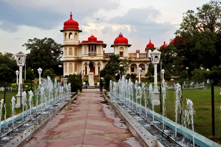 Best Time To Visit Gulab Bagh Udaipur In Hindi