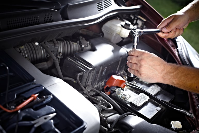 कार का निरीक्षण और सर्वसिंग – Inspecting And Servicing Your Car In HIndi